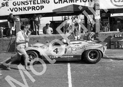 1968 4 Ferrari P4 CanAm Paul Hawkins John Love pit stop Robin Emslie photog scurrying about A4 (courtesy Ken Stewart) (1)