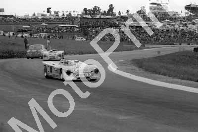 1971 15 Chevron B19 Ed Swart (in car) Jody Scheckter; 7 Chevron Hailwood Craft (courtesy Ken Stewart) (3)