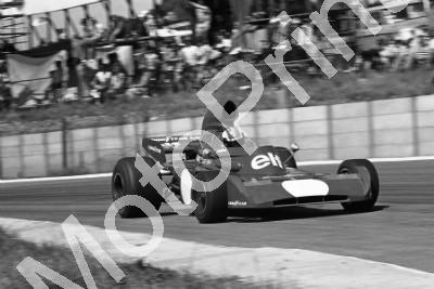 1973 SA GP SS 4 Cevert no numbers after Stewart practice crash (permission Malcolm Sampson Motorsport Photography) (364)