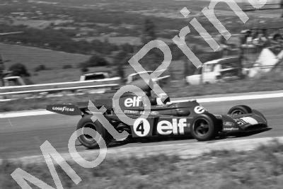 1973 SA GP SS 4 Stewart in Cevert car after practice crash (permission Malcolm Sampson Motorsport Photography) (361)