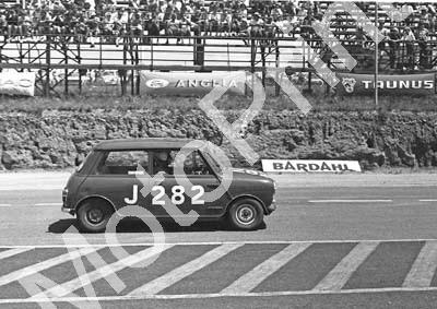1967 SA GP support Onyx J282 Barry Moore Austin Mini (courtesy David Swan) (1)
