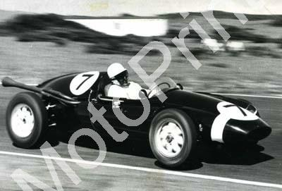 1960 SA GP EL 1 Jan 7 Stirling Moss Cooper Borgward (2) - Click Image to Close