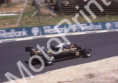 1982 SA GP 12 Nigel Mansell Lotus 87 pre-race (Colin Watling Photographic) (10)