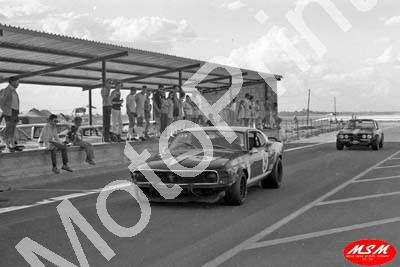 1971 SL Free State 3hr Jan Mustang Mike D'Udy, Frank Gardner(permission Malcolm Sampson Motorsport Photography)