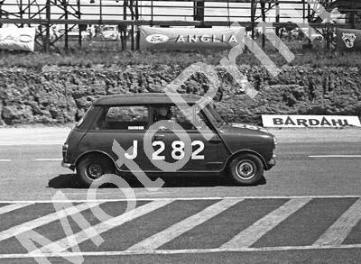 1967 SA GP support Onyx J282 Barry Moore Austin Mini cropped (courtesy David Swan) (1)