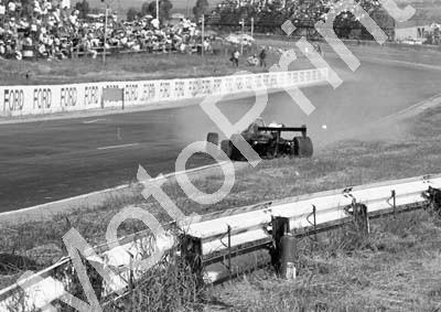 1984 Kya FA 14 Roy Klomfass crash sequence (Colin Watling Photographic) (9)