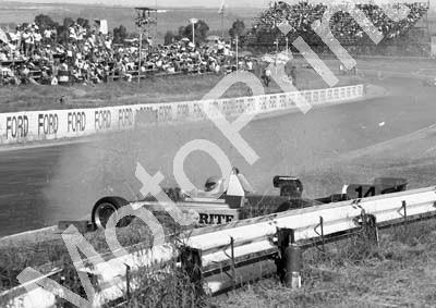 1984 Kya FA 14 Roy Klomfass crash sequence (Colin Watling Photographic) (11)